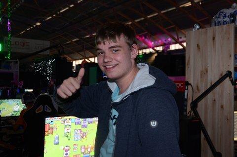 Stian Gjersdal (16) fra Figgjo besøkte data-treffet The Gathering på Hamar for første gang.