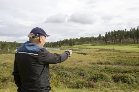 Lierfløyta: Arve Trosholmen er bekymret for at Lierfløyta er i ferd med å gro igjen og det til slutt bare blir en sumpmyr.