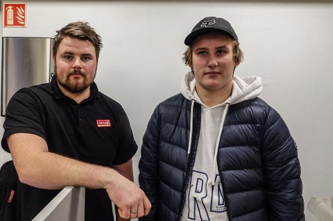 IKKE INTERESSERT: – For oss spiller det ingen rolle hva andre tjener, sier Tobias Rønning, til venstre, og Theodor Smette.