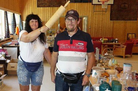 MYE BRUKBART: Carola Iselin  Krokum og Tom Hofgård  fant et rullekjevle som kan brukes til mye.