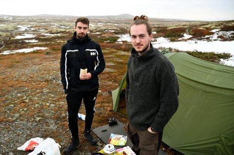 Espen Vestad  (22) og Petter Sjursen (22) så blålysene søndag kveld, men var uvitende om utfallet av leteaksjonen da GD snakket med dem mandag morgen. Trist, synes de to studentene, som er på Venabygdsfjellet for å fotografere.