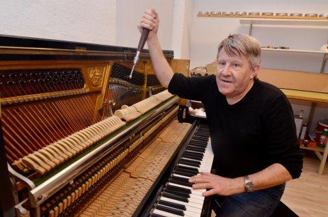 PÅ SCENEN: Pianostemmer Johnny Libakken tar lørdag plass bak trommune når Ad li-scenen bytter ut jazz med blues.
