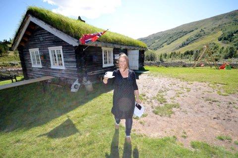 Baristabudeia Anne-Mari Sandvær har restaurert åtte bygninger på Kalven seter siden 2005. Da kommer midler fra Kulturminnefondet godt med.