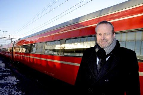Tog og veg: Fylkesvaraordførar Ivar Odnes fortel at fylkeskommunen og fylkestinget satsar på veg og bane og ikkje på flyplass. (Arkivfoto)