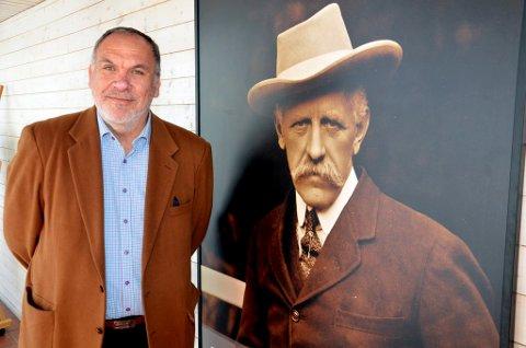 Nansen går ikke alene. Det er tema for Alfredo Zamudios foredrag på jubileumsmarkeringen for Nansen Fredssenter torsdag.