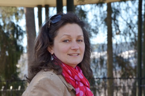 SKUESPILLER: Helena Klarén framfører stykket «Med Kristin til Hamar» i anledning feiringen av Sigrid Undsets fødselsdag, på Bjerkebæk fredag.