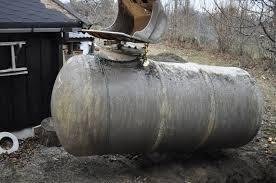 Miljødirektoratet vil skjerpe reglene og foreslår at alle oljetanker skal graves opp.