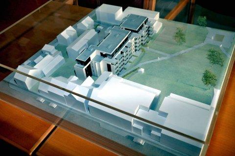 FÅR BYGGE: Modell av utbyggingsplanene i Nordre Have i Kvartal 21 ved Nordre Park i Lillehammer.