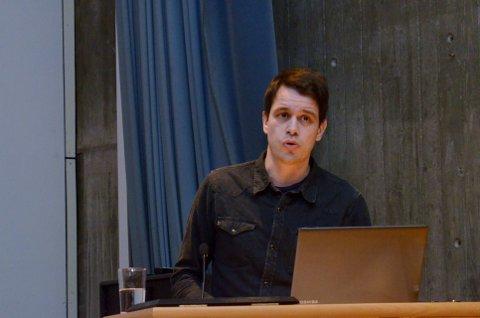 Forfatter Svenn Arne Lie og hans forfatterkollega Espen Løkeland-Stai beskriver et jordbruk som trenger en annen kurs i sin nye bok «Mellom bakkar og kjøttberg».