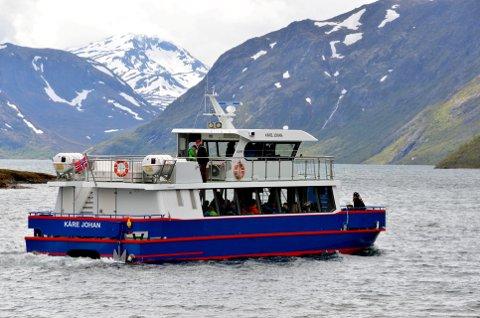 På tur: Båten Kåre Johan på tur innover Gjende.