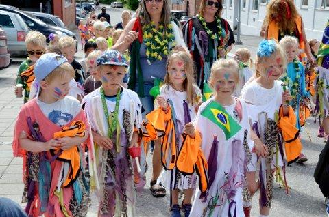 Opptog for barn under Lillehammerdagene 2017  Samba og Brasil