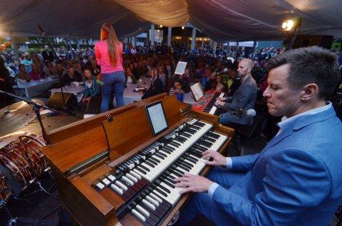 KLAR FOR 10. SOMMERKONSERT: Kapellmester og arrangør Thor Kvande (t.h.). Her fra fjorårets sommerkonsert i Søndre Park.