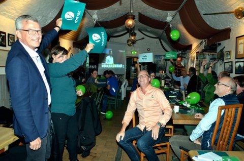 Jippi: Jubel på valgvaken da Venstre var inne. Fra venstre fylkesleder Roger Granum og andrekandidat Ingjerd Thon Hagaseth