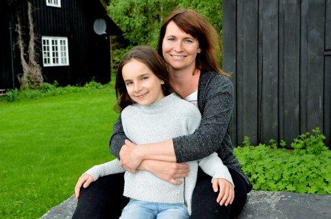 """REFSER: """"Los Bando""""-produsent Trine Aadalen Lo i lillehammerselskapet Filmbin, mener Norge må få si egen barnefilmkonsulent. Her sammen med skuespiller Tiril Marie Høistad Berger fra Mesnali."""