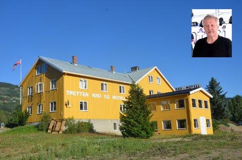 Egil Fjeldstad ved Tretten kro og motell har lovet Øyer kommune å lage en reguleringsplan for Bådstø. Dermed slipper han tvangsmulkt, overtredelsesgebyr og pålegg om riving.