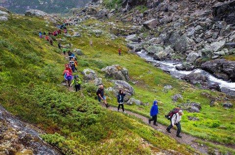 20 millioner kroner koster det å produsere Monsen minutt for minutt. Her fra etappen mellom Bøverton og Sognefjellshytta.