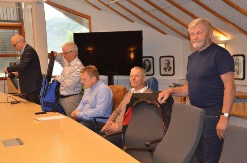 TAPTE: Petter Sylte (nærmest kamera), Hans Petter Solberg, Anders Morken og Ole Petter Kleiven fra Espedalen Bygdealmenning i Nord-Gudbrandsdal tingrett i fjor. Advokat Jo Are Aamodt Brænden lengst unna.