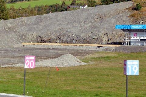 Man er godt i gang med å bygge de seks nye skivene på Birkebeineren Skiskytterstadion.