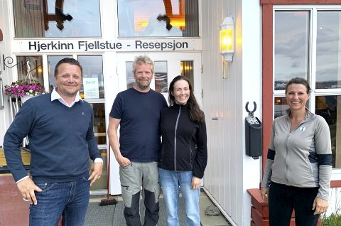 STORBESØK: Prinsesse Märtha Louise og Geir Kamsvåg sammen med Kirsti Vik Hjerkind og Martin Hjerkind på Hjerkinn Gård.