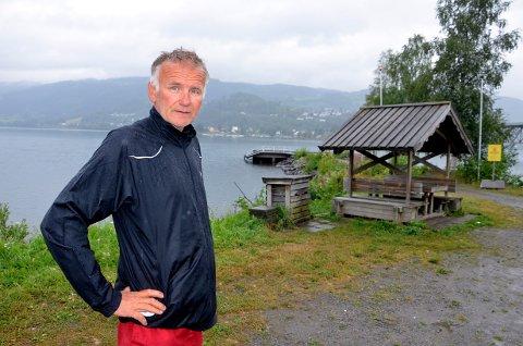 Det gnager oss at det ikke er tømmeanlegg for båter i nordenden av Mjøsa. Det er et kommunalt ansvar å få til dette, mener Tom Karlsen i Lillehammer båtforening.