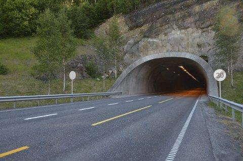 TUNNEL: Gruatunnelen er en av tre tunneler som stenges tre kvelder/netter til uka.