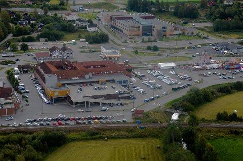 PARKERINGSPROPP: Trond Øverlier tror bedre parkeringsmuligheter i Gran kan begrense handelslekkasjen som følge av bommen.