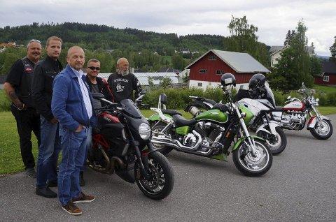 - NÅ ELLER ALDRI: Klare som egg for eventyrlig MC-tur til Himalaya. Fra venstre: Tom Sørvang, Dag Korsvoll, Olav Nordli, Tore Jacobsen og Tor Gillebo.