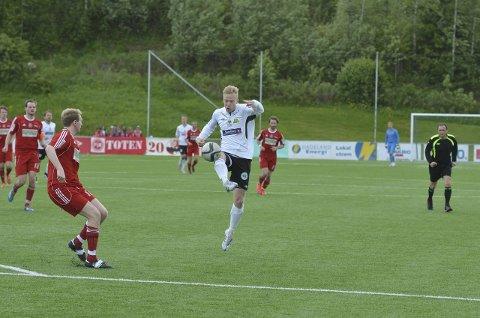 TRE MÅL: Mads Holterbakken var i storslag mot Dokka Sportsklubb og signerte tre mål i 1. omgang. Arkivfoto: Arvid Holmlund