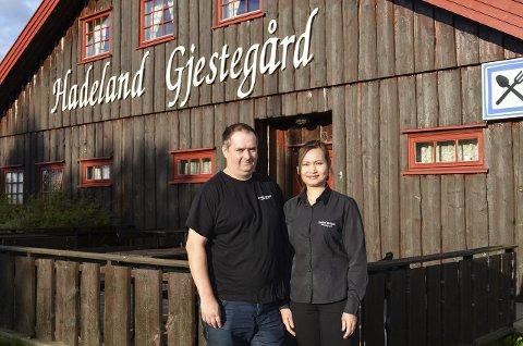 Spennende: Kjell Roger Muldbakken og Saijai Nimonrom tar over etter Hanne Granheim på Hadeland Gjestegård.