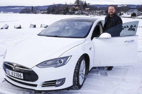 FØRSTE ELBIL: Christian Næs valgte den heftige Tesla'en med 422 HK, 666 Nm dreiemoment og firhjulstrekk som sin første elbil, og har ikke angret på valget.