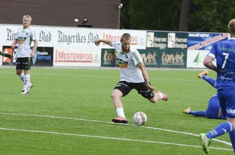 I SKUDDET: Ole Petter Berget på farten mot Brumunddal. Begge foto: Arne Tvervaag.