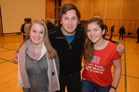 Skråsikre: Styrkeløfterne Julie Antonsen Oseth (18), Ole Sigurd Lodsby (22) og Marthe Engskar Ramsrud (17) sier at det foregår doping på Hadeland. Foto: Bjørn Bjørkli
