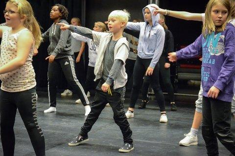 Dans: Filip Leander Wien Heitmann (9) fra Brandbu er en av danserne vi får se i kultursalen på søndag.