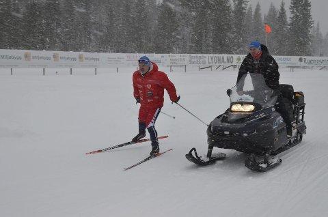 BILLIG: - Vi går for en billig betalingsløsning, sier Finn Staff  (til venstre) i Lygna Skisenter.