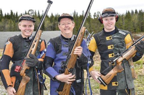 BLIDE KARER: Lunner-skytterne Thomas (til venstre), Egil og Lars Erik Kristiansen var fornøyd med sin egen innsats på Lygna.