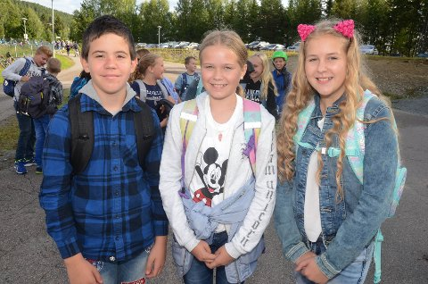På gamle tomter: 7. klassingene Preben Strand Husby, Malin Fegri og Morta Simanaityte var tilbake på Bergerbakken skole mandag morgen.