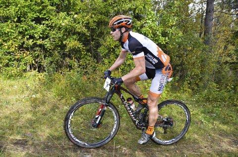 BARE SLÅTT AV EN: Øyvind Venstad fra Hadeland CK ble nummer to i klasse 40–49 år. 44-åringen fikk sluttiden 52,22 minutter på de 16,5 kilometerne fra Røykenvik til Lygna.