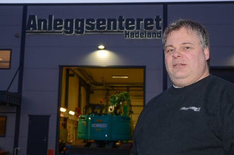 TOK SAKEN I EGNE HENDER: Daglig leder Tore Lynnebakken ble plutselig også «privatetterforsker» da en av firmets maskiner ble stjålet på Vestlandet. Og han løste saken.