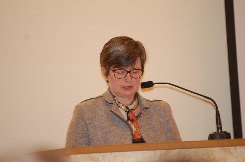 FREMMET FORSLAG: – Vi er dessverre langt fra målet om nulltoleranse mot mobbing, sa Inger Lise Stieng (Ap) og fremmet forslag om at rådmannen umiddelbart skal følge opp arbeidet mot problemet. Forslaget ble enstemmig vedtatt.