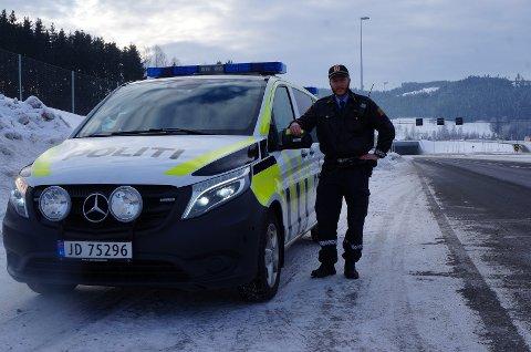KONTROLLER: Lensmannskontorets trafikkansvarlige, politikonstabel Bjørn Bratlie, lover at politiet vil være på plass med både mobile og stasjonære fartskontroller i tiden framover, særlig når våren nærmer seg og fartsnivået erfaringsmessig øker.