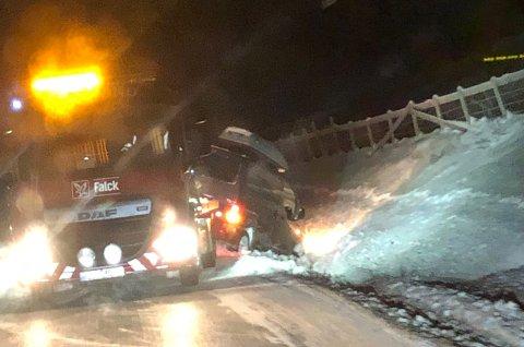 BERGES: Bergingsbil var raskt på stedet etter ulykken.