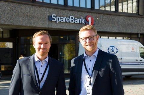 POSITIVT: Torbjørn Kjerstadmo og Bjørn Harald Blaker i Sparebank 1 Ringerike Hadeland mener statsbudsjettet bidrar til mye positivt for folks privatøkonomi, og for regionen totalt sett.