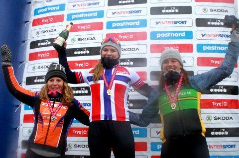 NM-pallen: Elisabeth Sveum (til venstre) kunne innta pallen sammen med gullvinner Mie Bjørndal Ottestad (Asker) og Sigrid Andrea Fløgstad (Lillehammer).