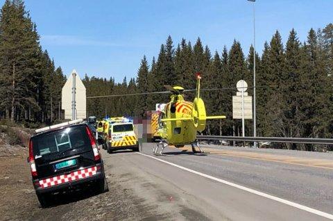 En kvinne omkom på riksveg 4 på Lygna skjærtorsdag.