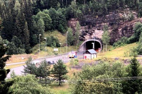 Lunnertunnelen er stengt i begge retninger som følge av kollisjon.