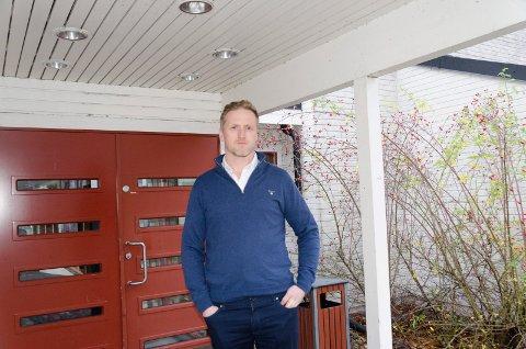 STENGTE DØRER: Kjetil Myrengen (43) fra Jevnaker har sett seg nødt til å stenge dørene på Thorbjørnrud hotell.