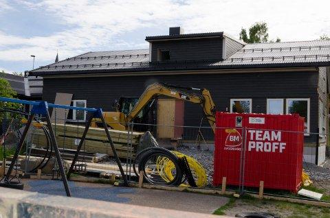 DYRERE: Det er dette nye  tilbygget ved Nesbakken barnehage som ble vesentlig dyrere enn planlagt. Men til høsten kan barnehagen ta imot flere barn.