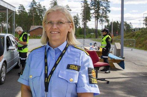 – GODT Å VÆRE ORDENTLIG I GANG IGJEN: Seksjonssjef Kjersti Bråthen forteller at smuglerjakten nå pågår slik den gjorde før pandemien og stengte grenser.