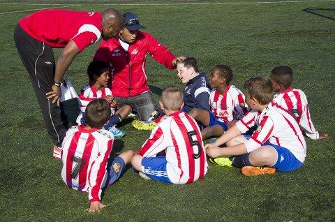 VIKTIG ARENA: Idretten i Halden, med fotball i spissen, er av stor betydning for integreringen av nye flyktninger. Det mener både idrettsklubbene, kommunen og innvandrerne selv