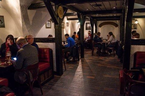 ENDELIG SMILEFJES: Dickens Kjelleren Restaurant har endelig fått et smilefjes fra Mattilsynet.